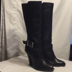 Jessica Simpson sexy riding boot! 🌟